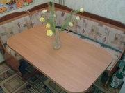 кухонный уголок. стол,  два табурета в отличном состоянии